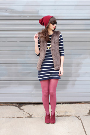 maroon Steve Madden boots - navy Jcrew dress - maroon Urban Outfitters hat