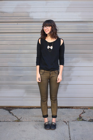 silver shopHollyDolly necklace - black LeBunny Bleu shoes - dark khaki Lee jeans