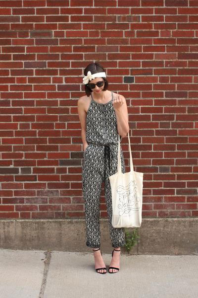 dark gray Loft romper - off white Megan Nielsen bag