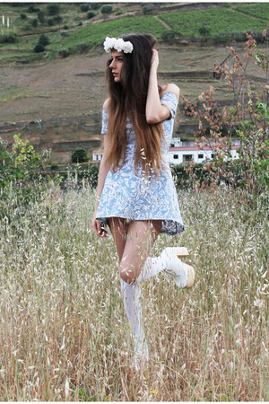 white Deandri boots - light blue Motel Rocks dress