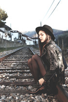 Zara boots - a fabrica dos chapeus hat - Zara jacket - unicorn division shorts