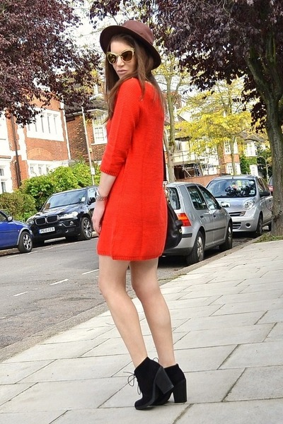 4e5848df242 red knitted H M dress - black suede Topshop boots - brown fedora H M hat