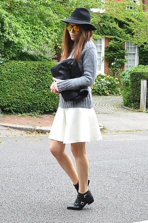 black fedora River Island hat - cream cotton Zara skirt