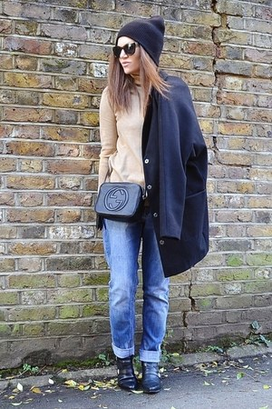 black leather Gucci bag - sky blue boyfriend H&M jeans