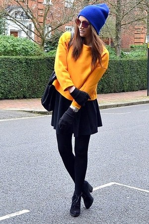 orange oversized Zara sweatshirt - black suede Topshop boots