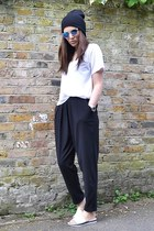 blue mirrored H&M sunglasses - white cotton Zara t-shirt - black loose H&M pants