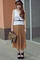 camel Siren bag - tan romwe skirt - black new look wedges