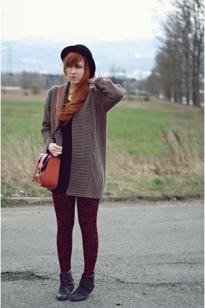 tawny new look bag - black H&amp;M hat - brick red new look leggings