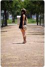 Black-oysho-dress-beige-oysho-hat-beige-vintage-accessories-brown-zara-bel