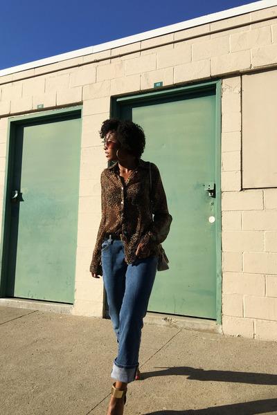 burnt orange vintage blouse - blue Levis jeans - tan Aldo heels