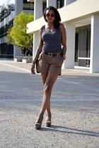 light brown banana republic shorts - gray AMERICAN VINTAGE top
