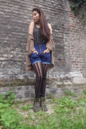 Forever 21 boots - thailand shorts - River Island stockings