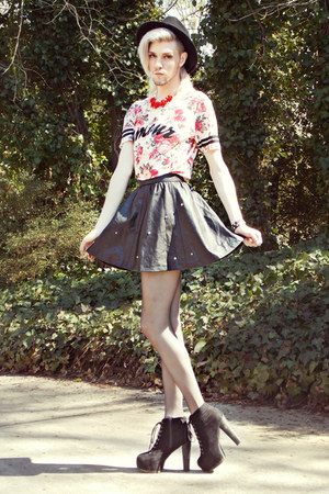 red rose print House Of Alexzander top - black House Of Alexzander skirt