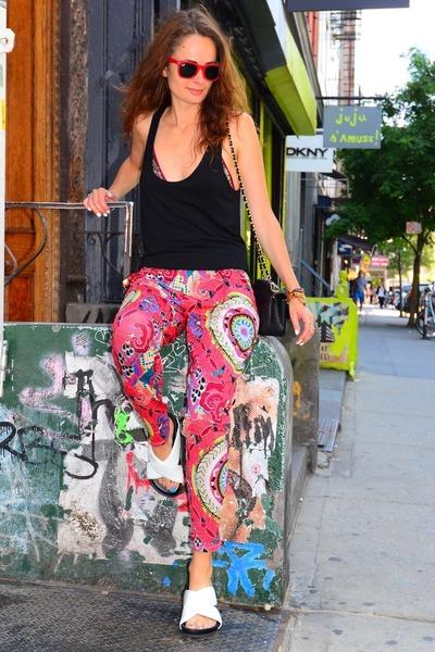 a47f9f0df83 Chanel bag - red wayfarer Ray Ban sunglasses - criss cross Celine flats