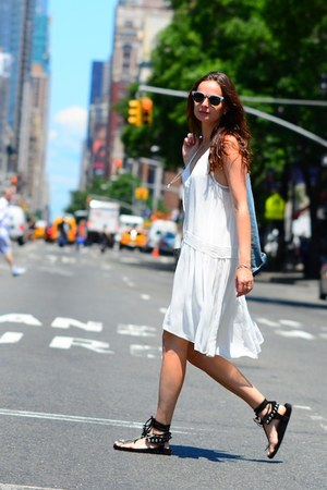 white Zara dress - wayfarer Ray Ban sunglasses - edris Isabel Marant sandals