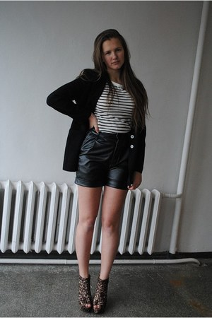 vintage blazer - H&M shirt - fake leather New Yorker shorts - lovelable wedges