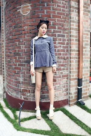 periwinkle top - dark khaki shorts - ivory wedges