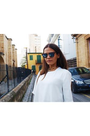 Ray Ban sunglasses - chocker necklace - Topshop t-shirt