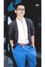 Au-de-vintage-belt-gray-handmade-cardigan-blue-au-de-vintage-pants-white-b