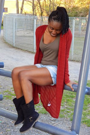 Forever21 cardigan - Deichmann boots - Pimkie shorts