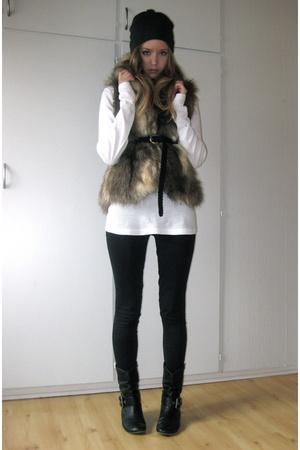 H&M hat - H&M sweater - Bik Bok vest - Skopunkten