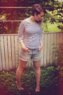 Light-blue-denim-h-m-shorts-white-striped-stadium-top