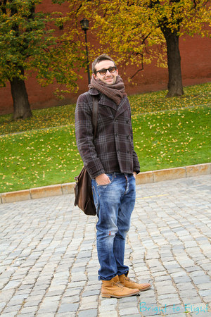 dark gray Paul Smith coat - burnt orange Hugo Boss boots - navy Dsquared2 jeans