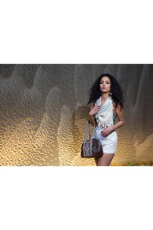 white woven Iguana Vintage Clothing scarf