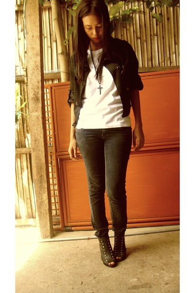 Jag jeans - Kentucky shirt - blazer - Maldita Necklace accessories