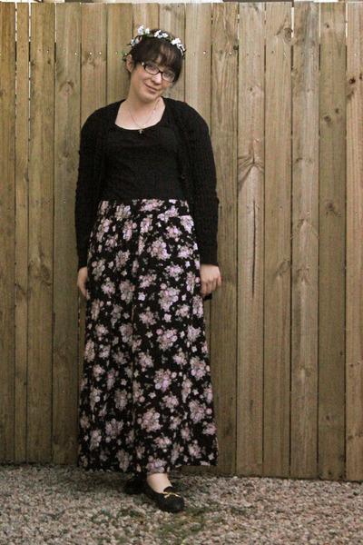 Black Floral Maxi Skirts, Long Black Cardigans, Black Tops, Flats ...