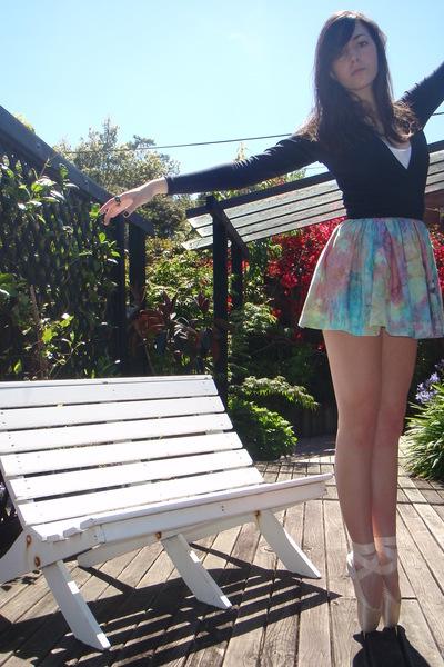 black Old Ballet wrapcardigan cardigan - white Singlet t-shirt - blue Tie dye sk