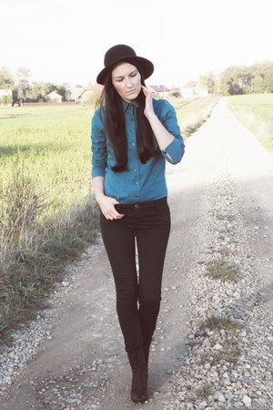 teal shirt shirt - black boots boots - black hat hat - forest green pants pants