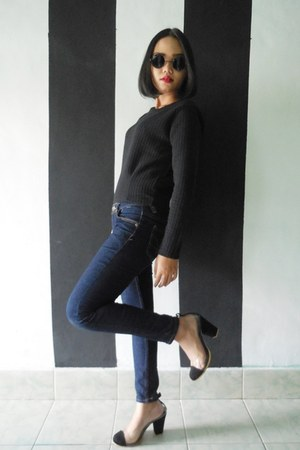 black sweater - navy jeans - black velvet june and julia heels