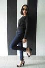 Navy-jeans-black-sweater-black-velvet-june-and-julia-heels