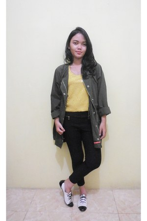 black pants - army green Parca jacket - yellow top - black flats
