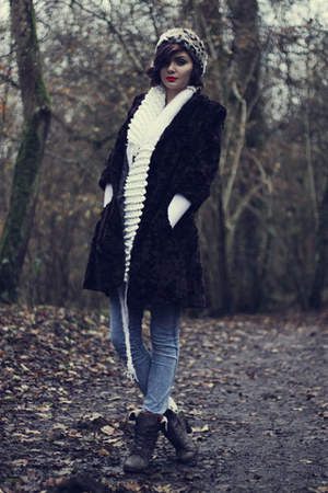 white Isobel Gardner scarf