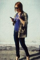 navy jeans - black sunglasses - brown cardigan - black pumps - navy t-shirt