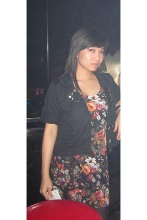 black dolcevita blazer - Zara blouse