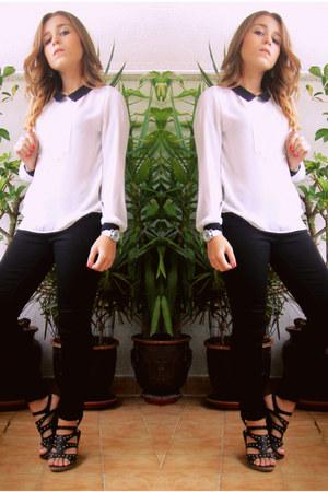 black Bershka jeans - white Romwecom shirt - black vintage sandals