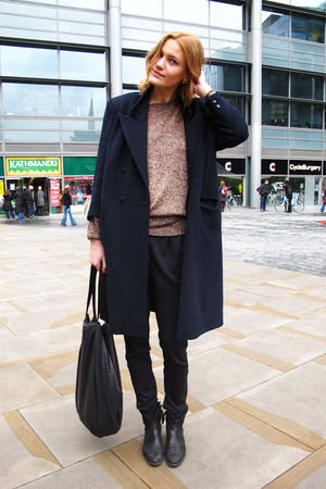 black notabene boots - blue Secondhand coat - black Monki accessories