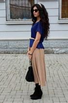 Bershka skirt - Bershka boots - Sisley bag - Zara blouse - Stradivarius bracelet