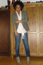 vintage blazer - scarf - t-shirt - jeans - shoes