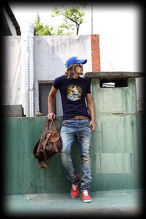 BYTHER t-shirt - blue cap BYTHER hat