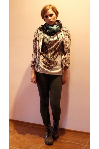 neutral owl detail Bershka t-shirt - light brown boots