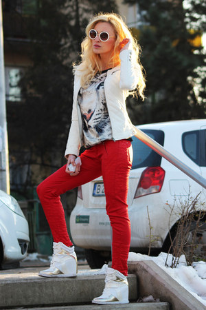 Zara jeans - Zara jacket - Romwecom sunglasses - Boohoocom wedges
