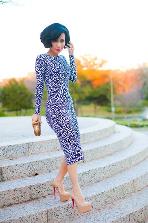 print dress - platform heels - clutch accessories