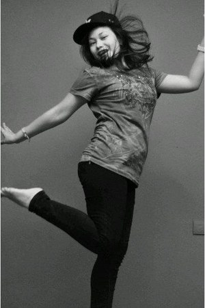 sky blue cotton hardrock T-shirt t-shirt - black skinny jeans Zara jeans