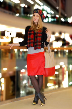red plaid vintage hat - red tartan vintage scarf - cream kira plastinina bag