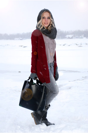 burgundy Peacocks cardigan - Zara bag
