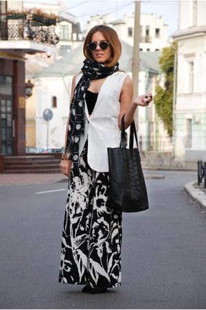 white sleeveless StyleMoi blazer